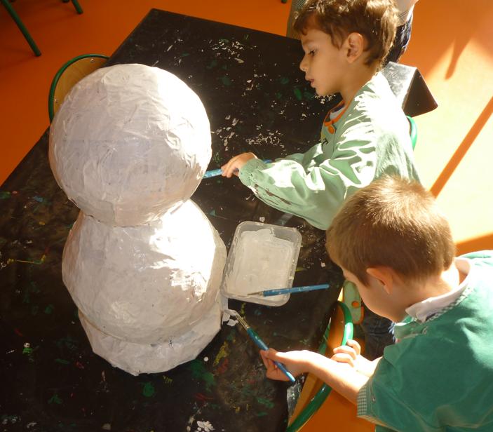 bonhomme de neige en papier m ch les petits z bres. Black Bedroom Furniture Sets. Home Design Ideas