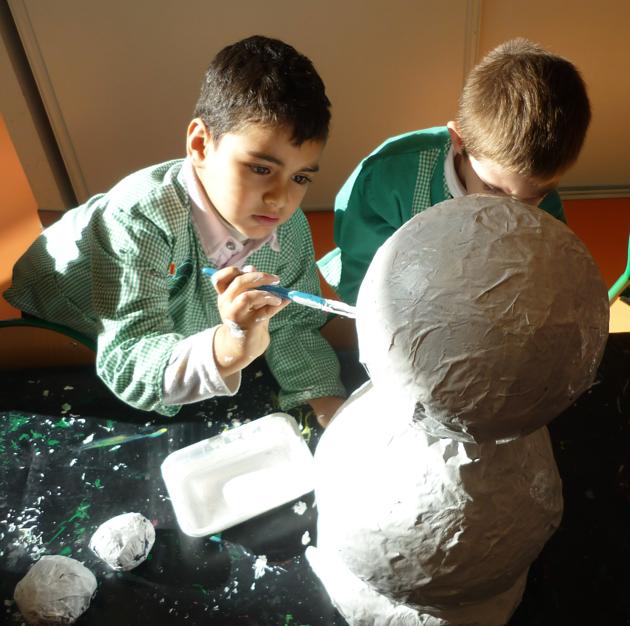 Bonhomme de neige en papier mache : | Les petits zebres